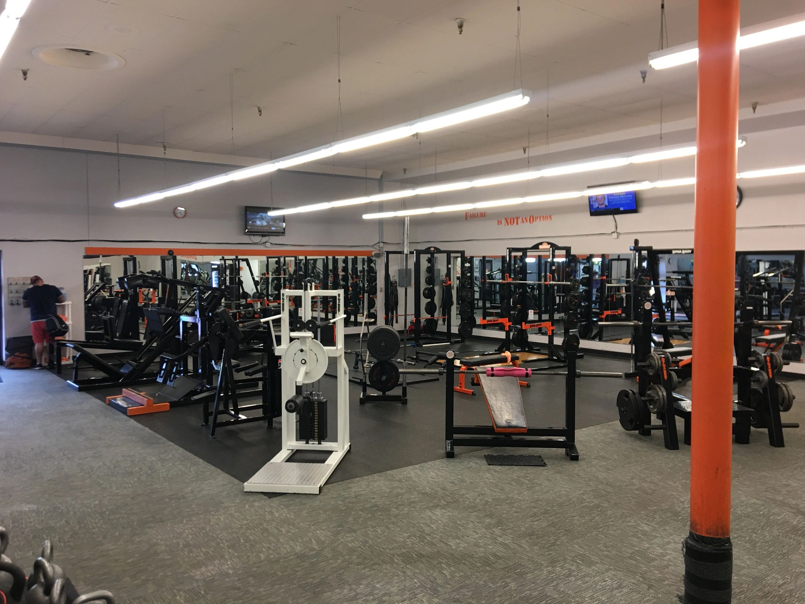 Kingsport Fitness has many kinds of weightlifting equipment